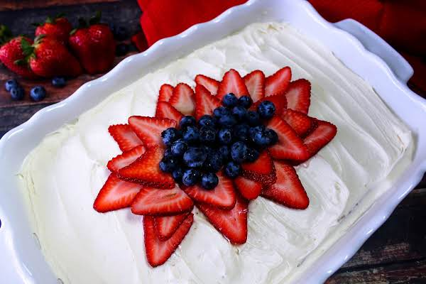 Nonna Rosa's Cream Cake With Fresh Strawberries
